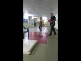 Отработка удара с 7 летним бойцом на первой тренировке 2