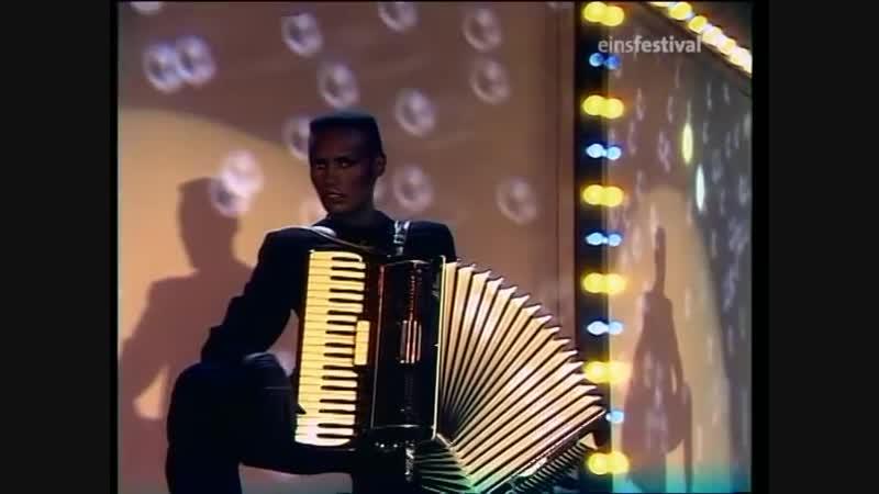 Grace Jones - Ive Seen That Face Before (Libertango)[TV]