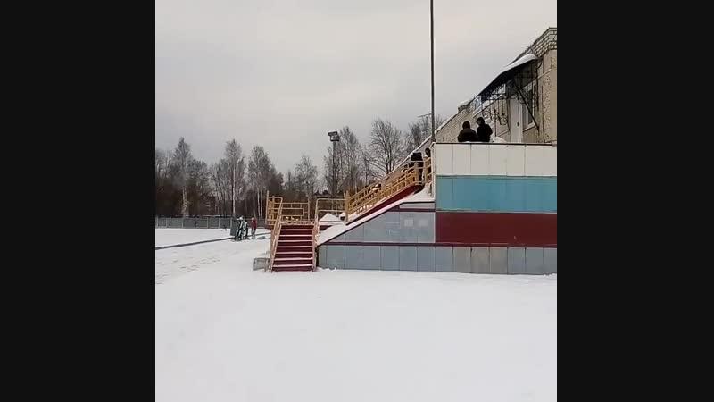 Хоккей в Среднеуральске
