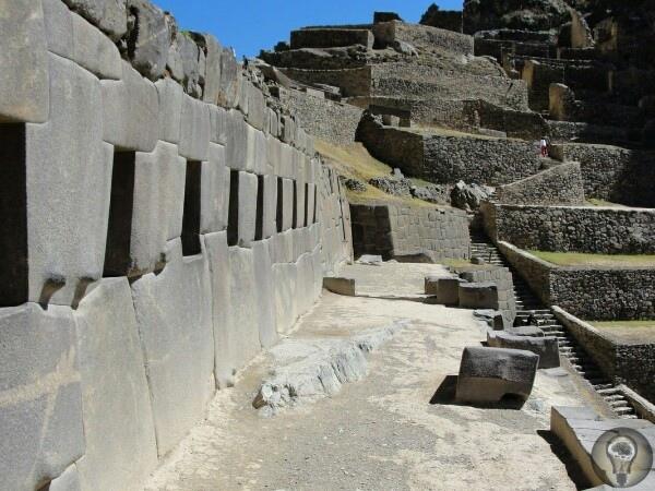 Ольянтайтамбо в Перу дело рук инков, людей-гигантов или пришельцев Ольянтайтамбо находится недалеко от перуанского города Куско, вокруг которого существует большое количество различных древних