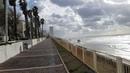 Зима в Израиле. Сильный ветер. Набережная средиземного моря. Набережная Бат яма