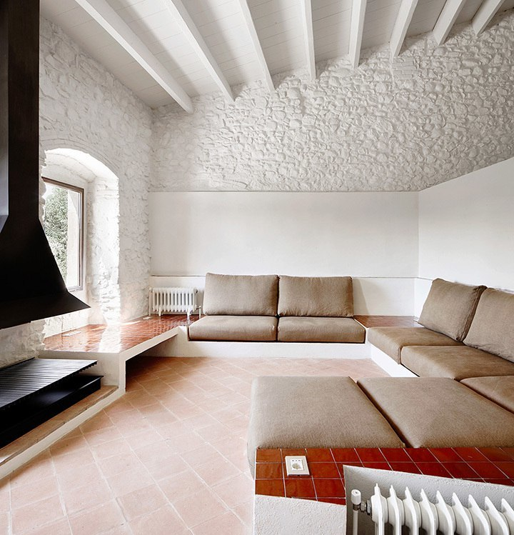 Farmhouse renovation / Arquitectura G.