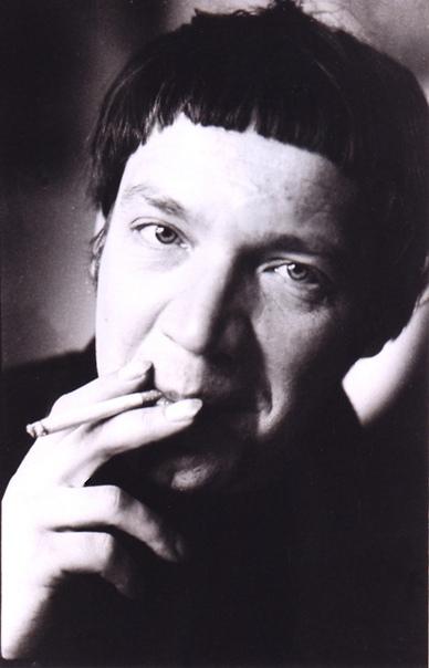 Леонид Губанов (1946 — 1983) — советский поэт, создатель неофициального литературного кружка СМОГ (Смелость, Мысль, Образ, Глубина) . При жизни за исключением самиздата не публиковался. Леонид