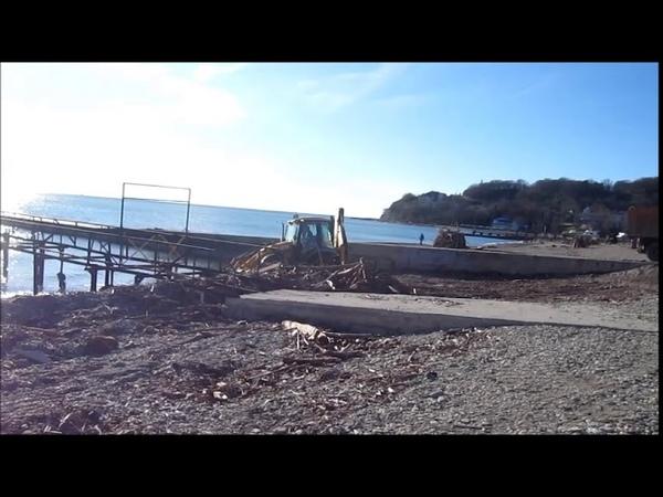 Пляж чистят не только летом,но и зимой Архипо-Осиповка