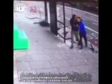 Чудесное спасение: в автобусную остановку в Лондоне врезалась легковушка