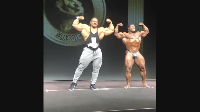 Roelly Winklaar and William Bonac IFBB PROs - guest poser ad William Bonac Classic Show