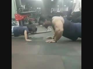 Strength of Body. Отец показывает дочке пример и тренируется вместе с ней