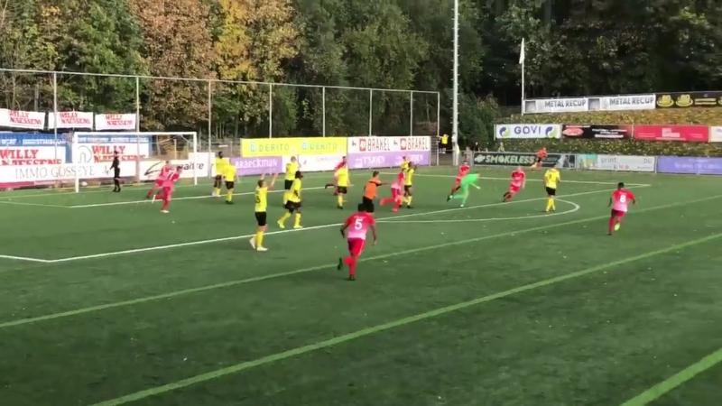 🇧🇪 Бельгийский вратарь ударил в падении через себя и спас команду от поражения в дополнительное время