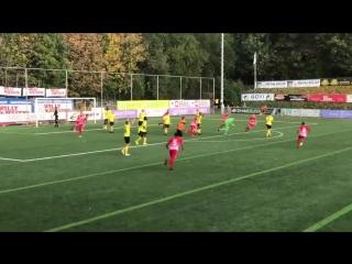 Бельгийский вратарь ударил в падении через себя и спас команду от поражения в дополнительное время