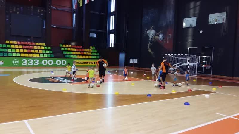 Тренировка в Nova Arena. Младшая группа. Ведение мяча в ограниченном пространстве с препятствиями