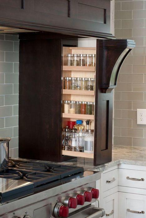 Шкафчики и полки на кухне