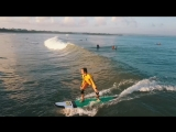 Утренний серфинг. Жена ловит волны