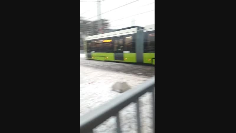 Трамвай чижик прибытие на станцию метро Ладожская Ладожский вокзал