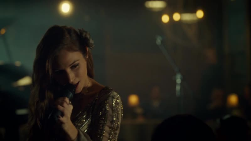 Waverly Earp (Dominique Provost-Chalkley) singing