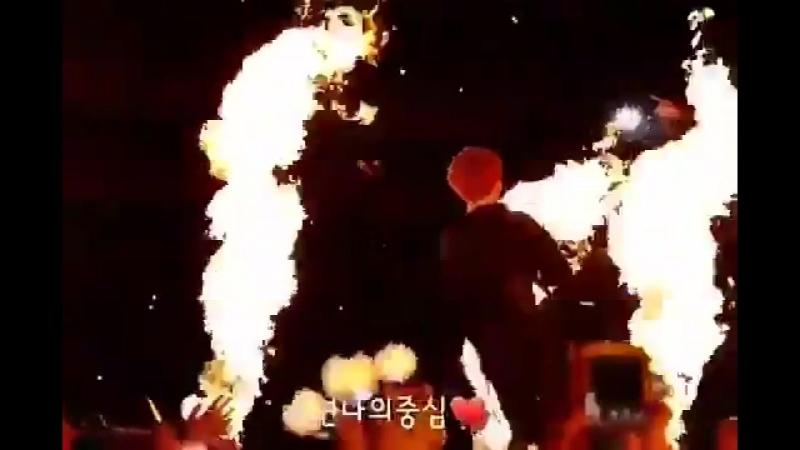 Я видела много видео с Чонгуком и огнём, но это видео, самое лучшее