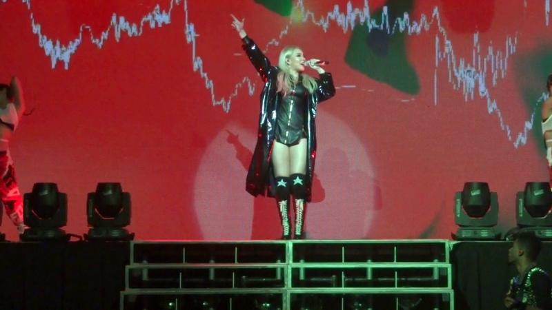 CL Hello Bitches Tour 2016 - Intro2ne1 medley [FANCAM]