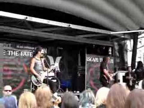 Escape The Fate There's No Sympathy For The Dead live w Ronnie
