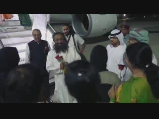 По приглашению правителя Эмиратов начал свою первую 4-х дневную поездку в ОАЭ.