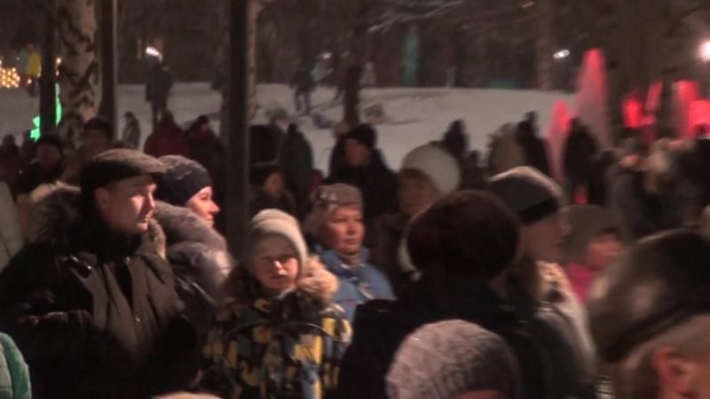 3)Открытие ёлки в городском парке СемьЯ - В Новый год 25.12.2017 (Нижнекамск)