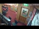 Ирландский 83-летний дедушка за считанные секунды разобрался с грабителями