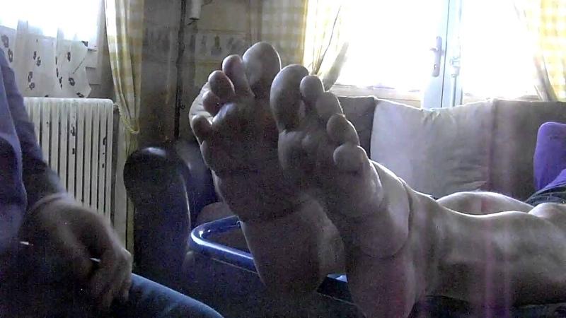 Rubber band slap feet