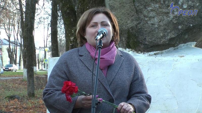 В Сланцах открыли памятный знак в честь 100 летия ВЛКСМ смотреть онлайн без регистрации