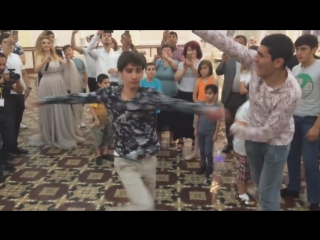 Ребенок Танцует Потому Что Я Влюблен В Баку 2018 Лезгинка (Концерт Сакита Самедова).mp4