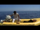 ОТНЕСЕННЫЕ НЕОБЫКНОВЕННОЙ СУДЬБОЙ В ЛАЗУРНОЕ МОРЕ В АВГУСТЕ (1974) - комедия, приключения. Лина Вертмюллер720p]