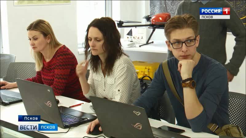 Побывали в роли маленьких кванторианцев: съемочная группа «Вести-Псков» окунулась в атмосферу исследований и инноваций