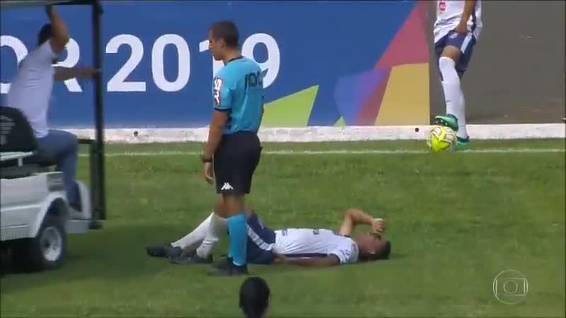 В Бразилии травмированному игроку переехали ногу медики