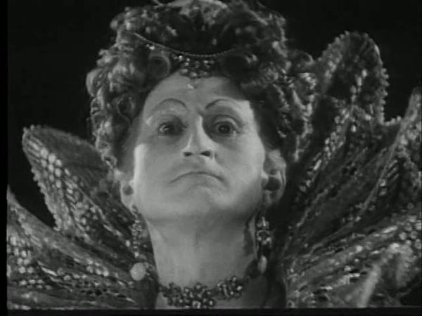 Кинопробы к 3 серии фильма Иван Грозный. Михаил Ильич Ромм пробуется на роль Елизаветы I (1940-е).