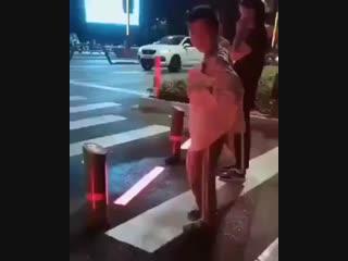 Как контролировать пешеходов.