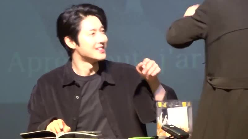 When he forgot and left the autograph pen with the fan! - Retrieved by bodyguard