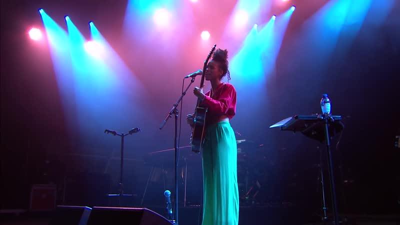 Lianne_la_havas_say_a_little_prayer_live