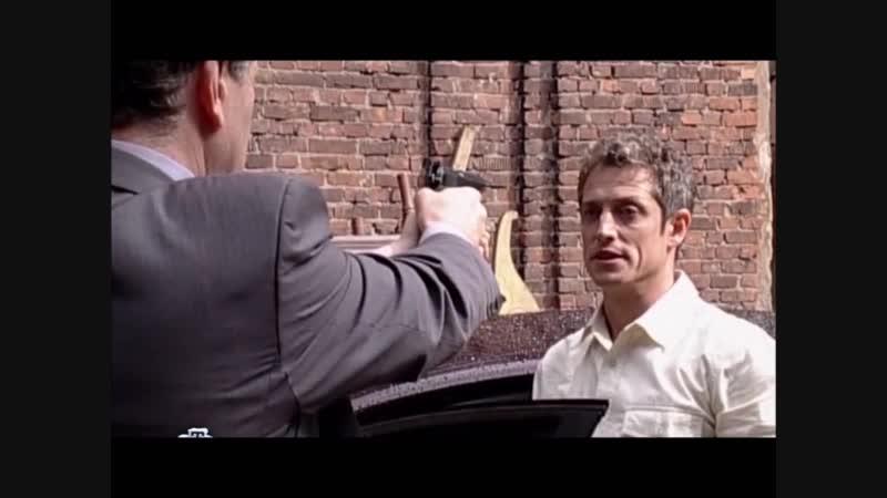 Шпионские игры 13: Черничный пирог (2008), сцена перестрелки агентов с участием Дмитрия Фрида