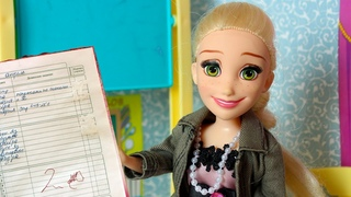 Замазала плохие оценки в дневнике / МАМА БАРБИ - играем в куклы