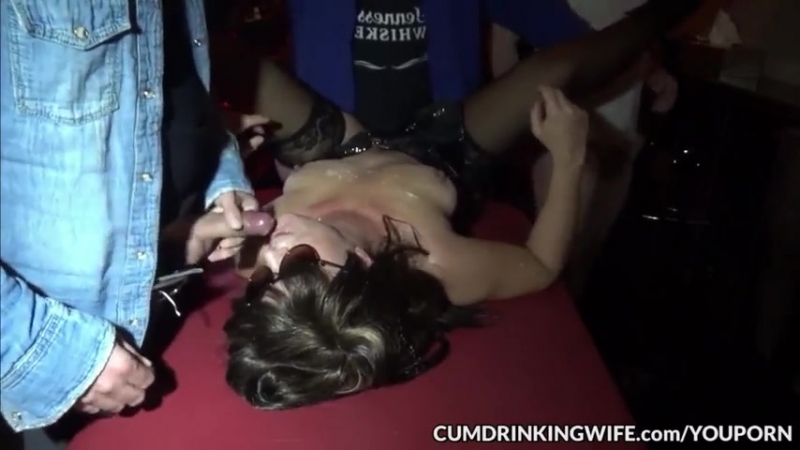 Трахаютют толпой грязную шлюху gangbang wife milf swingers mom compilation orgy party group cumshot real]