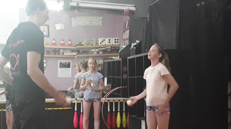 упражнение по жонглированию