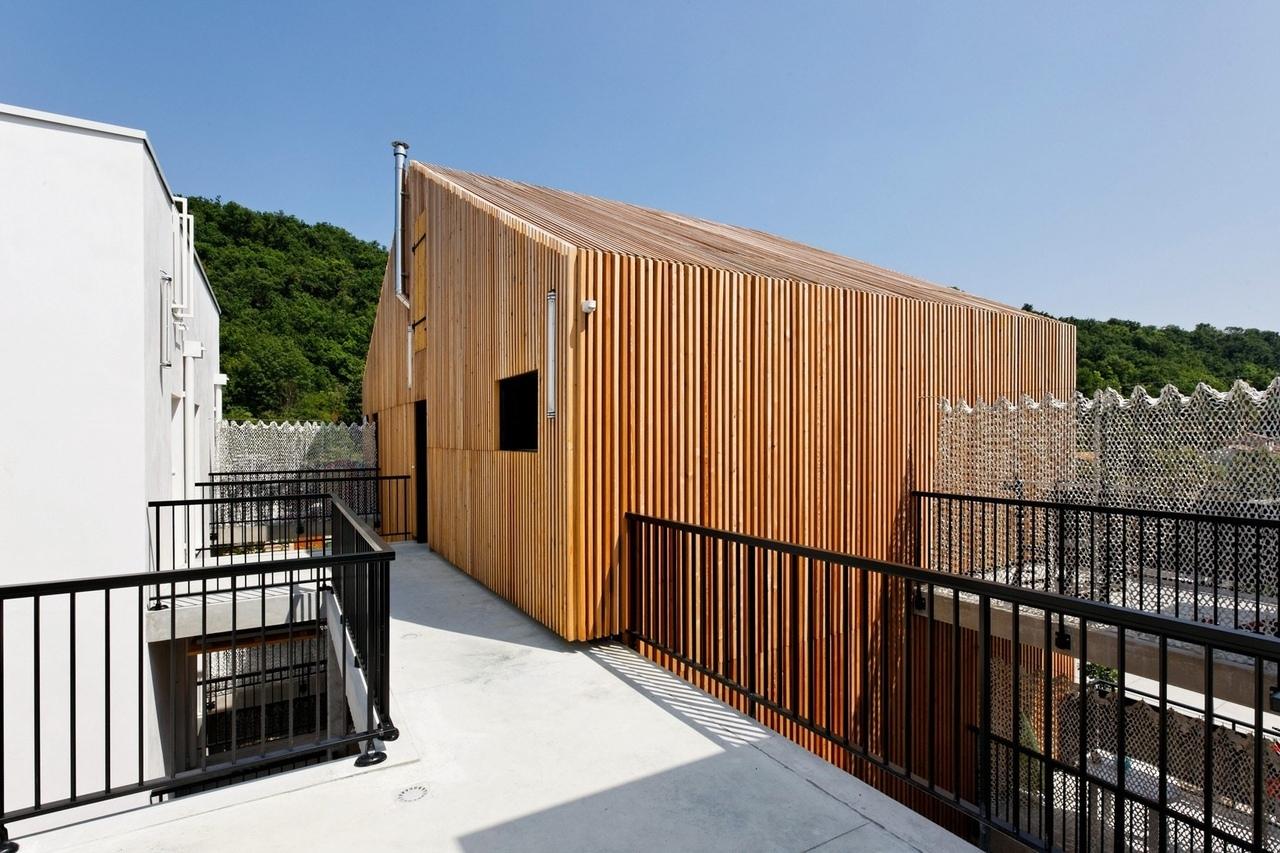 Aquitanis Community Housing / Marjan Hessamfar