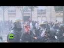 Protest gegen Macrons Politik Demonstrant nach Zusammenstößen blutüberströmt