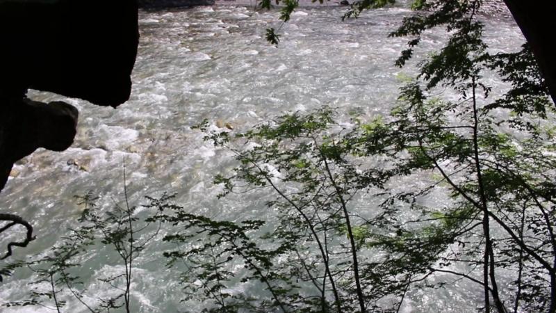Все течет, все меняется, так пусть река жизни уносит все невзгоды...