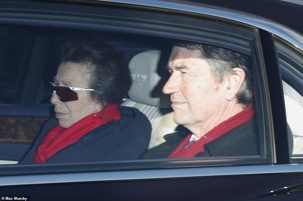 Кейт Миддлтон и Меган Маркл приехали на рождественский ланч королевы Елизаветы II Каждый год за неделю до Рождества вся королевская семья и другие ближайшие родственники собираются за большим