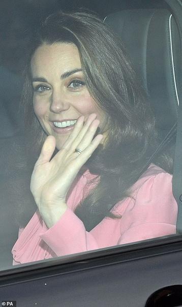Кейт Миддлтон и Меган Маркл приехали на рождественский ланч королевы Елизаветы II