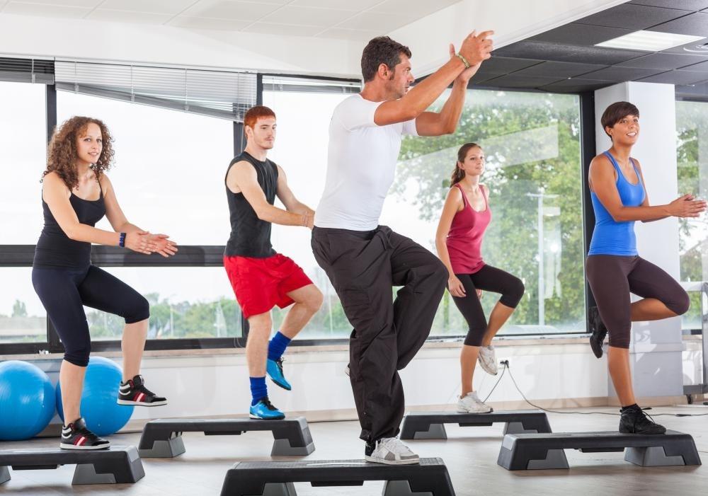 Частный тренажерный зал может предлагать занятиям фитнесу членам.