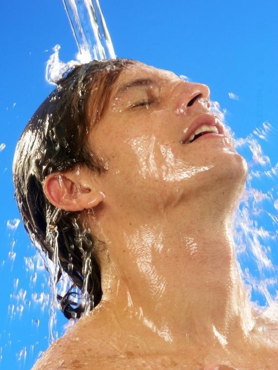 В некоторых частных тренажерных залах гостям предлагаются индивидуальный душ и бесплатные массажные услуги.