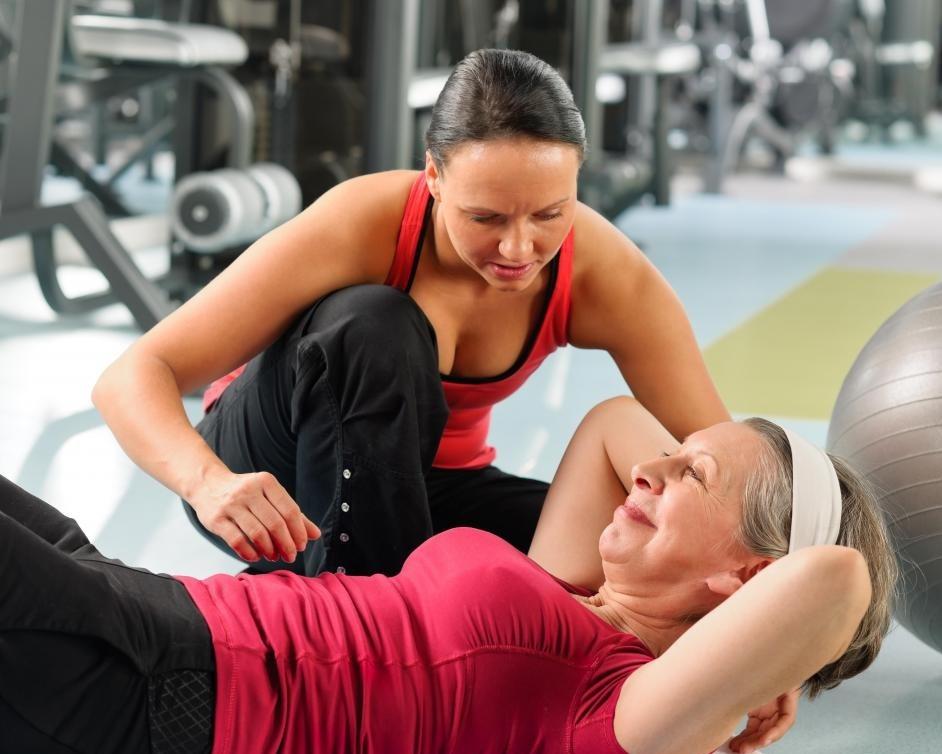 Клиенты частных спортзалов часто имеют назначенного личного тренера.