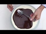 Шоколадный торт с карамелью и бананами