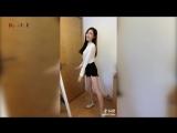 Китаянки танцуют в разных местах.