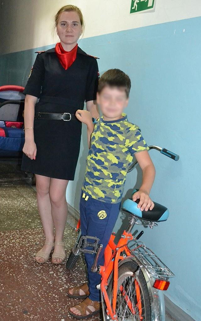 erBvs bqUl4 - В Белово полицейские помогли ребенку вернуть похищенный велосипед Его мама