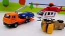 Vehículos y coches de servicio En el aserradero Vídeos de juguetes infantiles